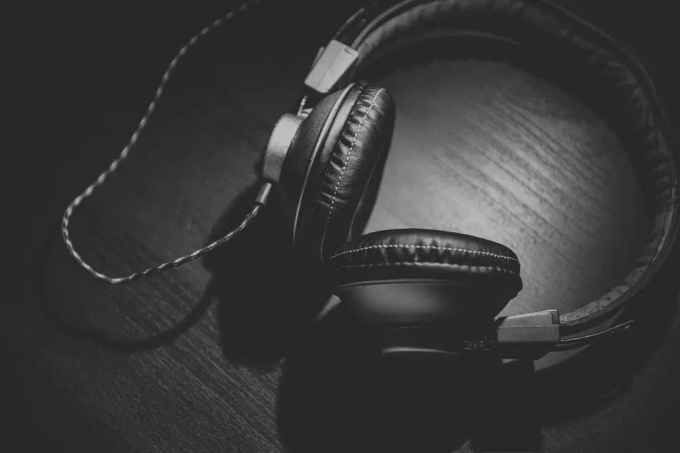 6 Examples of How Music Reviews Can Help with Music Promotion
