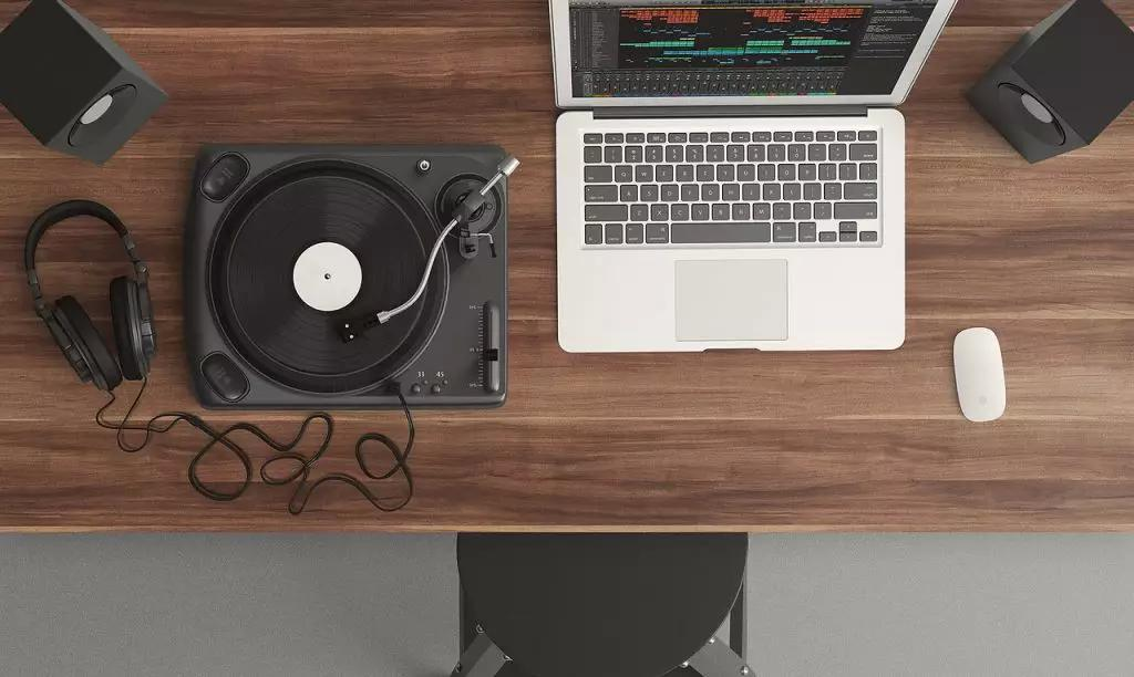 How to Promote Your Music Online with 8 Different Options