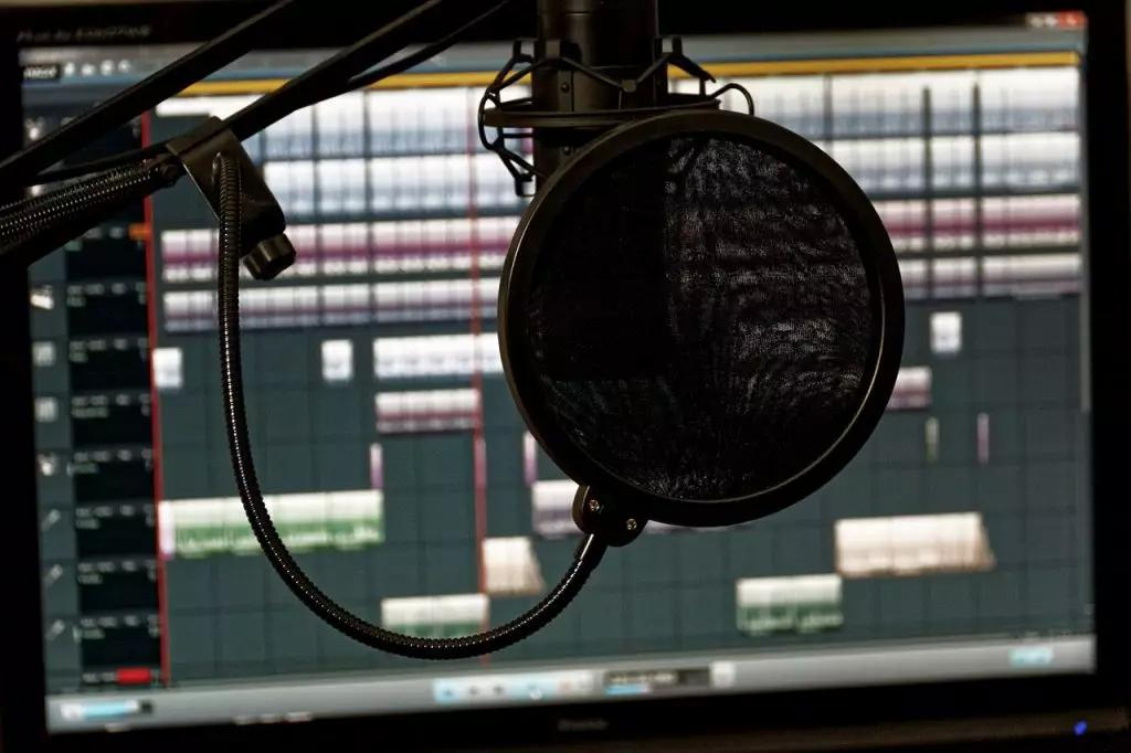 What Should You Look for in a Digital Audio Workstation for Music Production?